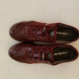 DKNY Shoes - DKNY tennis shoes sz 7.5